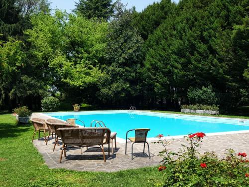 piscina antico podere di rezzano